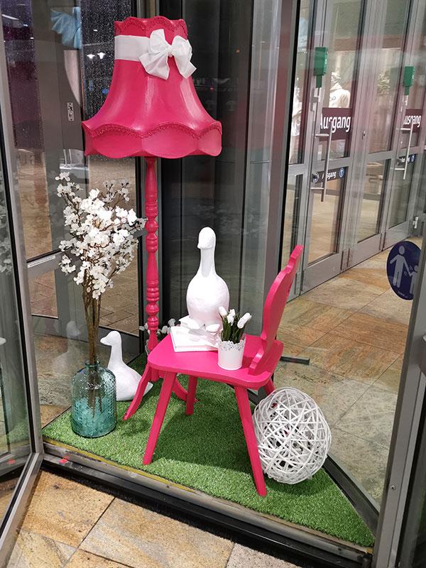 Drehtür Dekoration mit pink und weiß