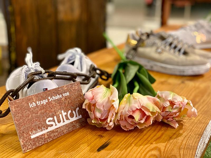 Detailfoto Statische Modenschau mit Schuhen