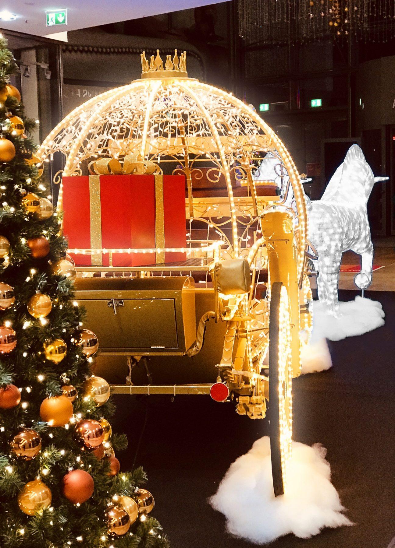 LED Traumkutsche mit Pferden zur Weihnachtszeit