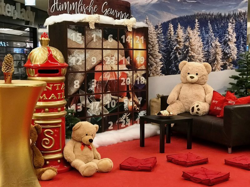 XXL Adventskalender mit Sofaecke und Teddys