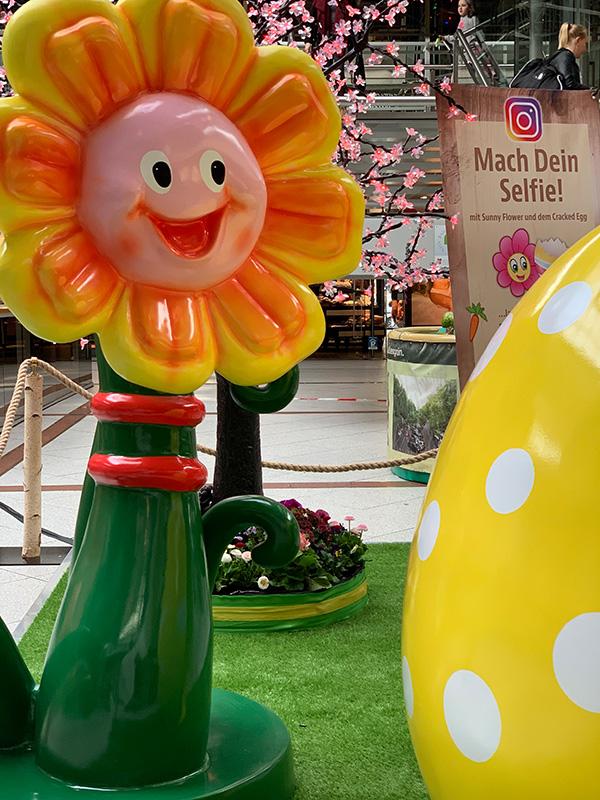 Lachende Sonnenblume als Dekoration