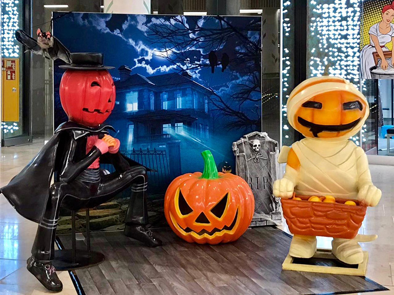 Halloween Dekoration mit Kürbisfiguren