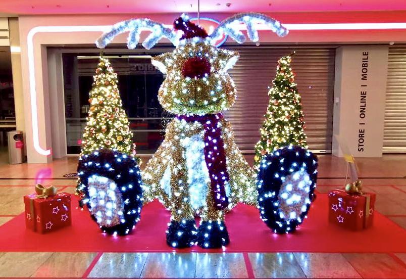 LED-Gigantskulptur Rudolph als Weihnachtsdekoration