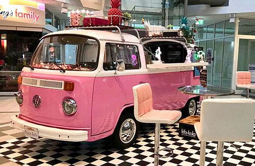 VW Bulli als Event-Fahrzeug im Shoppingcenter
