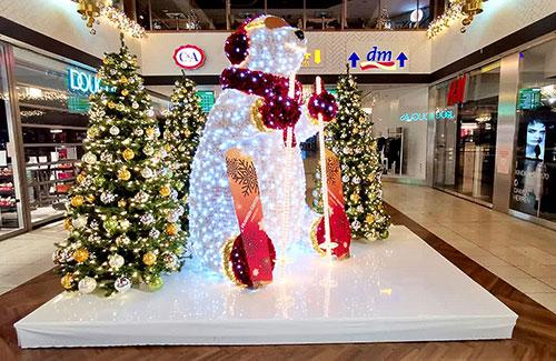 LED Eisbär als Groß-Dekoration im Shoppingcenter