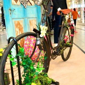 Vintage Fahrrad als Dekoration im Shoppingcenter