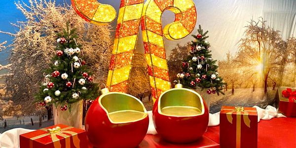 rot goldene Sitzkugeln und LED Zuckerstangen als Fotopoint