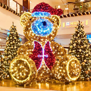 LED-Teddybär als Dekoration im Shoppingcenter